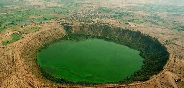 0410_lonar-crater-lake-1