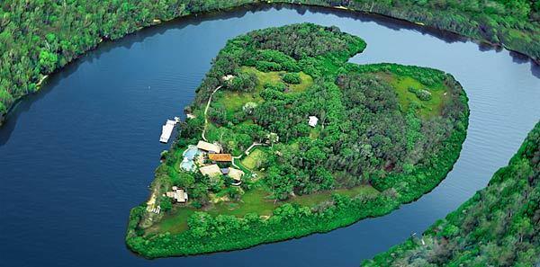 la-trb-offbeat-traveler-heartshaped-islands-ar-002
