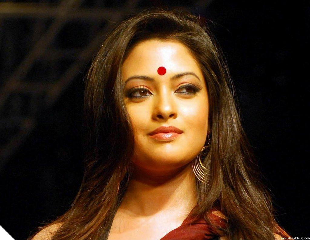 riya-sen-in-lal-bindi-pictures-hq-bollywood-95505