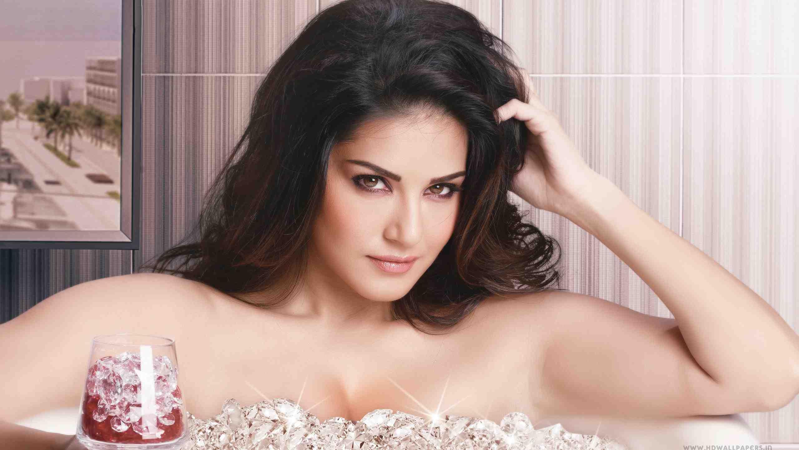 Bollywood news- latest news- bollywood gossip--sunny-leone-prosthetic-makeup